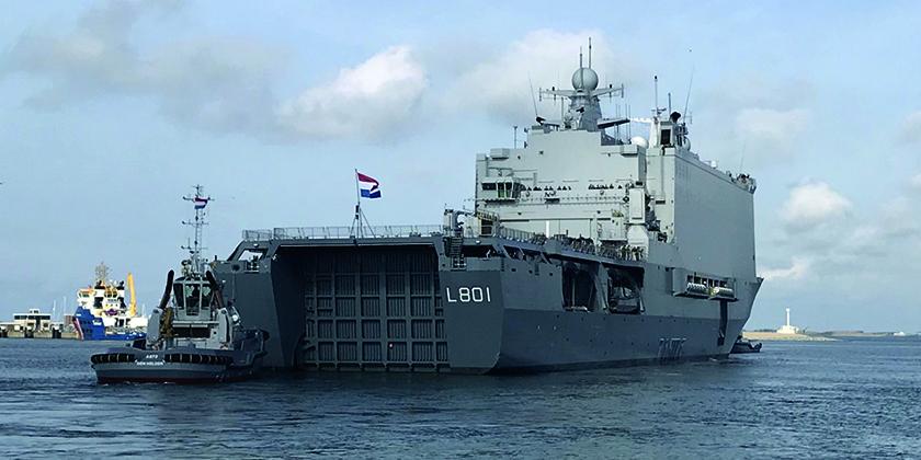 großes Schiff auf See